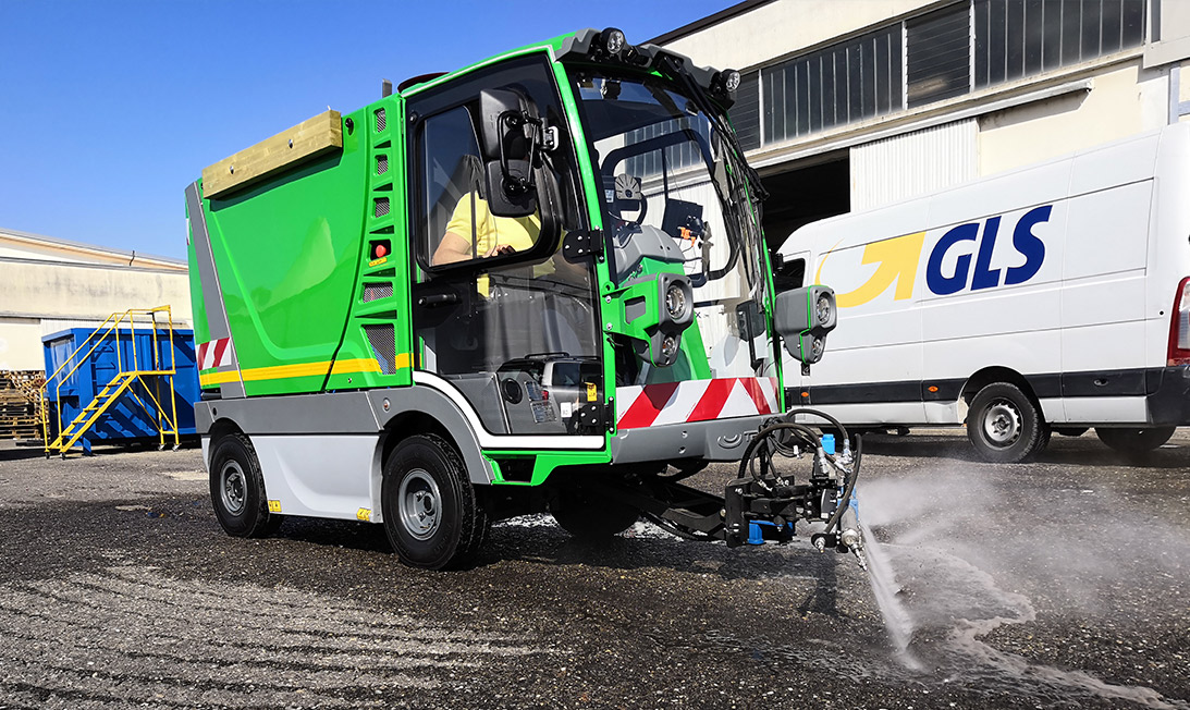 Electric street sweeper Electra 2.0 hydro