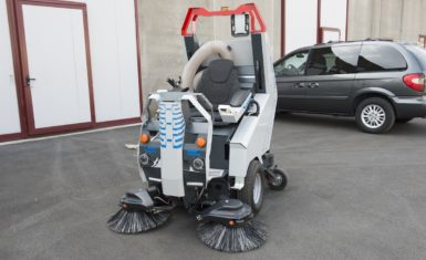 Balayeuse autoportée - Nettoyage de Voirie Silencieux et Efficace