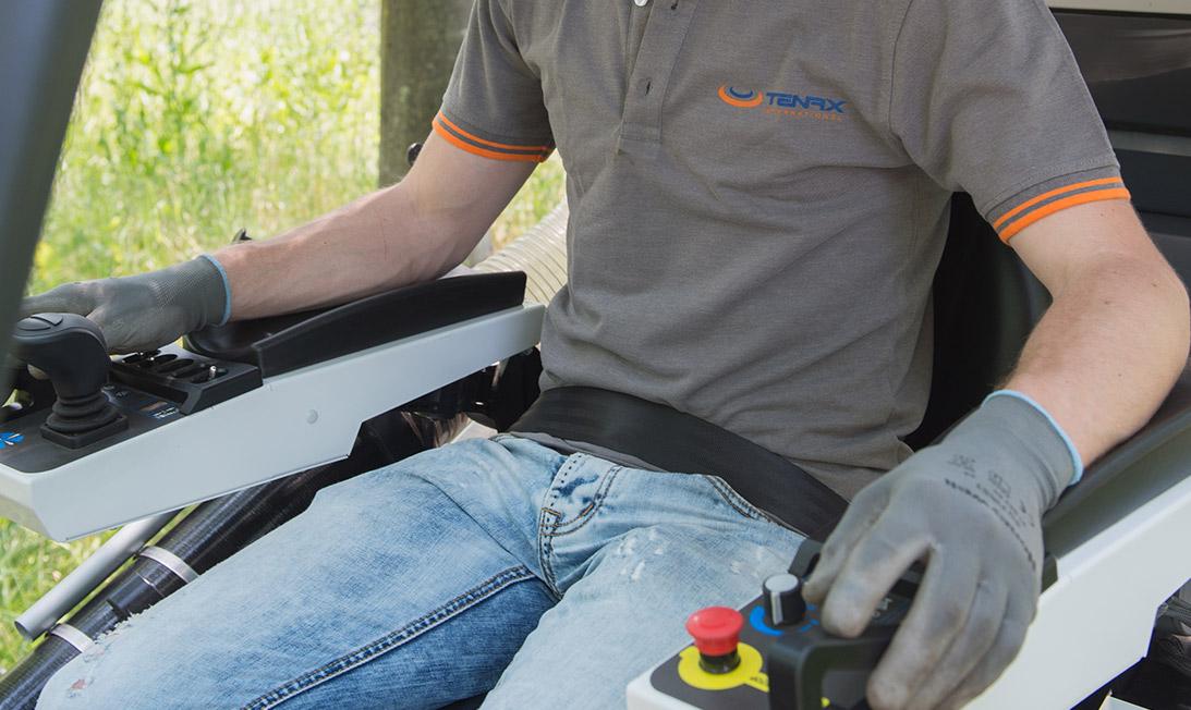 Dettaglio spazzatrice uomo a bordo Smartwind