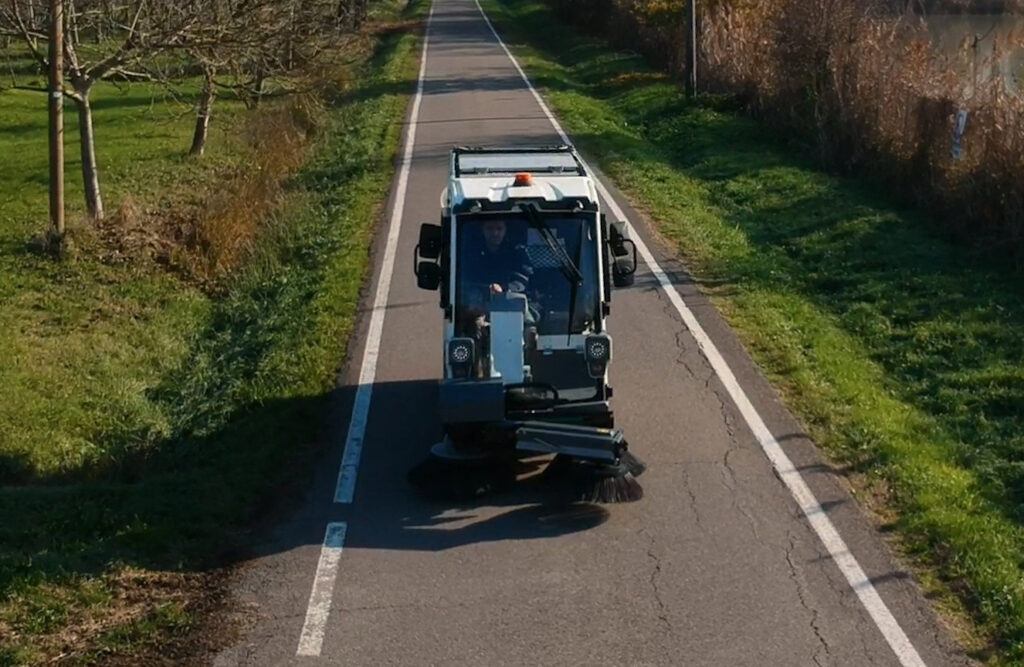 Electric street sweeper Tenax International